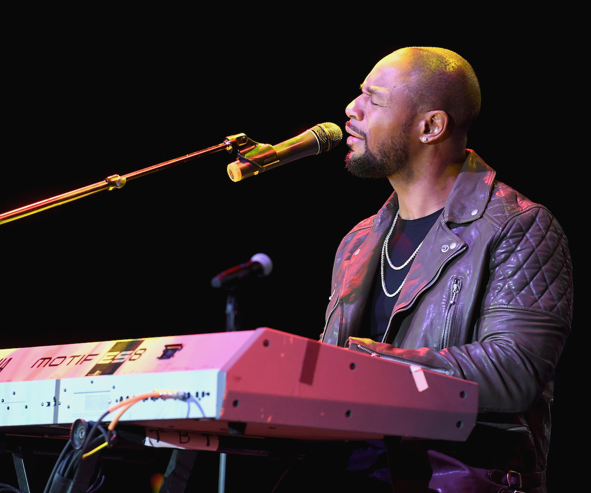 """LAS VEGAS, NV - NOVEMBER 03: Singer-songwriter Tank performs during """"Acoustically Speaking Sponsored by Toyota"""" at the House of Blues during Soul Train Weekend on November 3, 2016 in Las Vegas, Nevada. (Photo by Paras Griffin/BET/Getty Images for BET)"""
