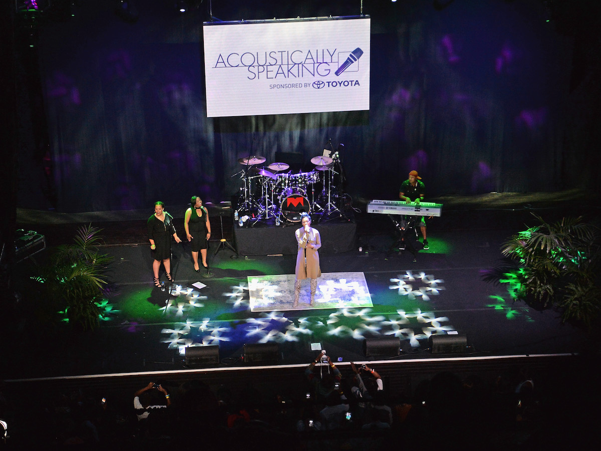 """LAS VEGAS, NV - NOVEMBER 03: Singer Monica performs during """"Acoustically Speaking Sponsored by Toyota"""" at the House of Blues during Soul Train Weekend on November 3, 2016 in Las Vegas, Nevada. (Photo by Paras Griffin/BET/Getty Images for BET)"""