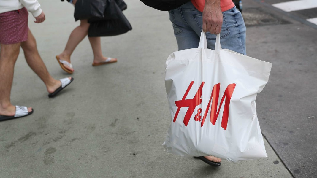 h&m store ransacked by protestors