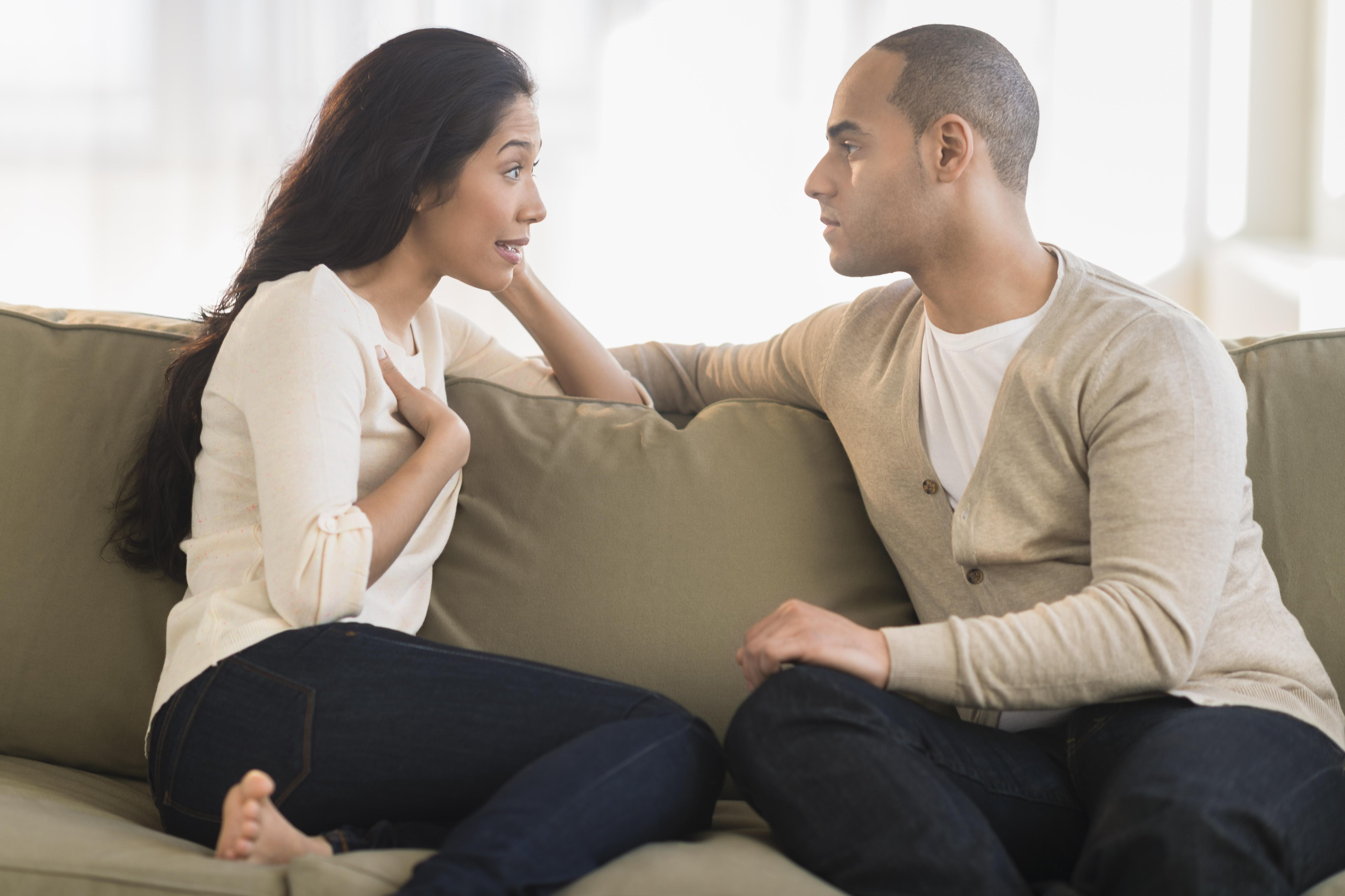 USA, New Jersey, Jersey City, Young couple sitting on couch