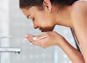 I believe in washing my face with water only, no chemical!