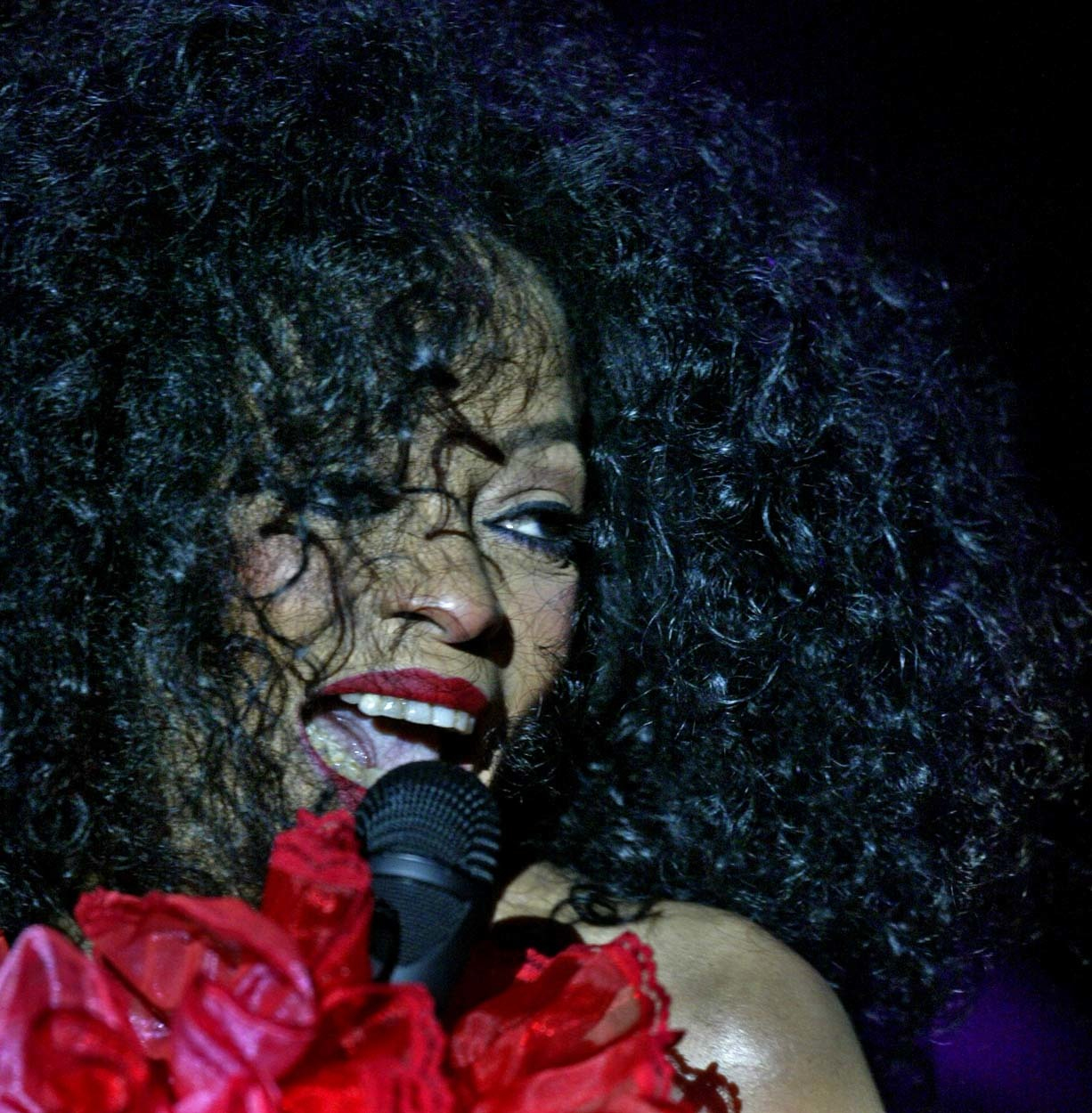 Marlin Levison - Strib 11/21/04 - Assign #92621- Diana Ross in concert at Mystic lake Casino.%% IN THIS PHOTO: