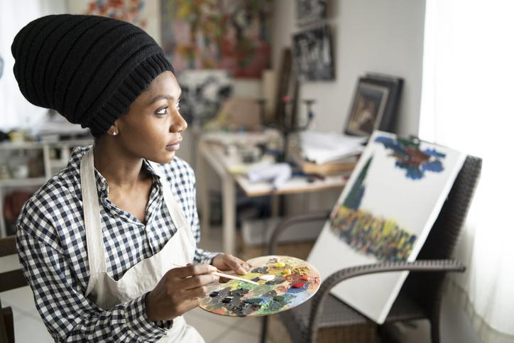 Beautiful fine art painter drawing in studio
