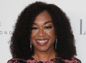 Shonda Rhimes at ELLE 24th Annual Women in Hollywood Celebration - Arrivals