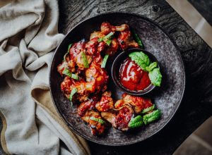 Vegan Buffalo Wings Made of Cauliflower Florets with BBQ-Sauce