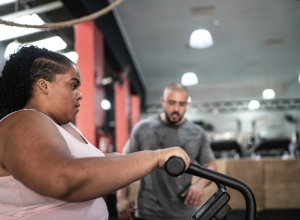 Side view of a young woman exercising in the gym