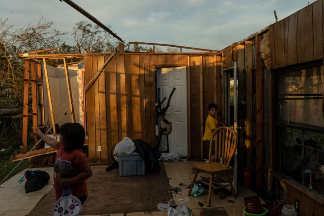 Houma, LA - August 30: Alexaee Aguilar, 6, right, and his siste